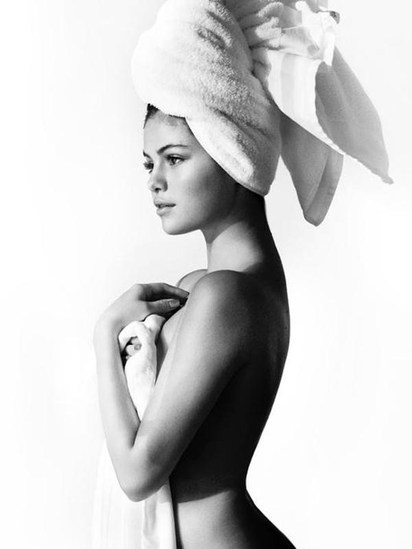 selena-gomez-nude-towel-full