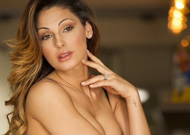 ragazza nuda sul letto video porno gratiss