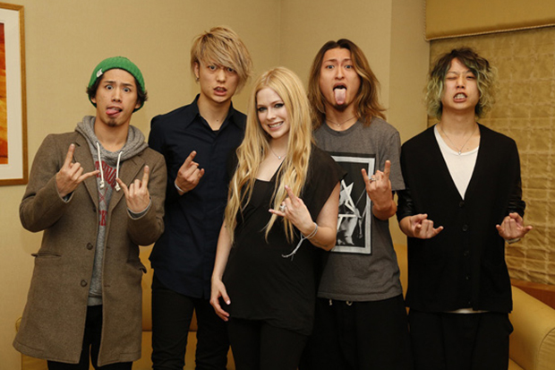 avril-lavigne-one-ok-rock-1484178617