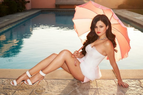 Selena-Gomez-Sexy-Celebrity-Legs-Zeman-00001